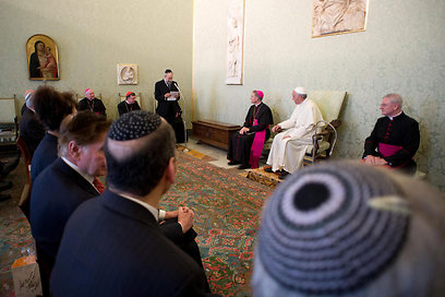 Pope Francis with Jewish Leaders (Photo: EPA)
