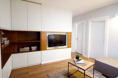 החדרים פונים אל פינת המשפחה המרכזית (צילום: איתן יורמן) (צילום: איתן יורמן)