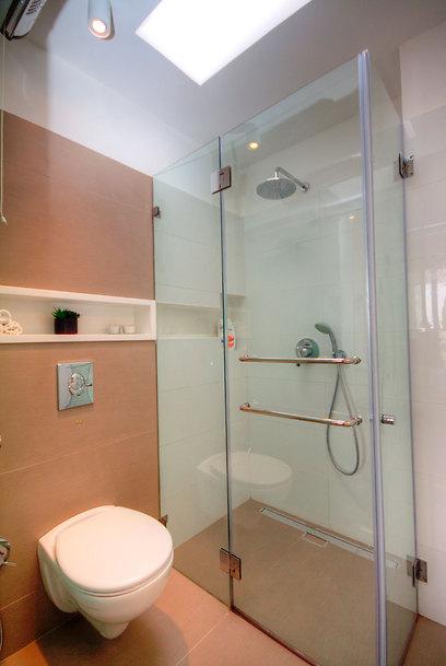 עיצוב מינימליסטי עדין גם בחדרי הרחצה (צילום: איתן יורמן) (צילום: איתן יורמן)