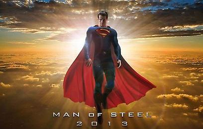 """""""סופרמן: איש הפלדה"""". יורד מהשמיים"""