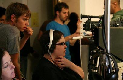 """דנה גולדברג על הסט של """"אליס"""" (צילום: רנית עמיר) (רנית עמיר) (רנית עמיר)"""