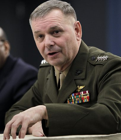 הגנרל לשעבר ג'יימס קרטרייט. הדליף את המידע? (צילום: AP) (צילום: AP)