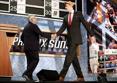 אלכס לן ודייויד סטרן. תמונה לפנתיאון (צילום: AFP) (צילום: AFP)