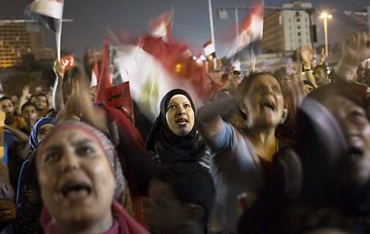אלפים כבר יצאו לרחובות. הפגנה נגד מורסי (צילום: AP) (צילום: AP)