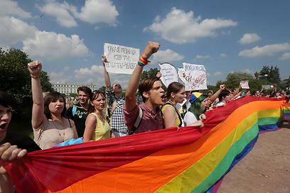 הפגנות בסנט פטרסבורג נגד החוק החדש (צילום: EPA) (צילום: EPA)