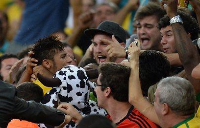 ומקבל המון אהבה מהאוהדים (צילום: AFP) (צילום: AFP)