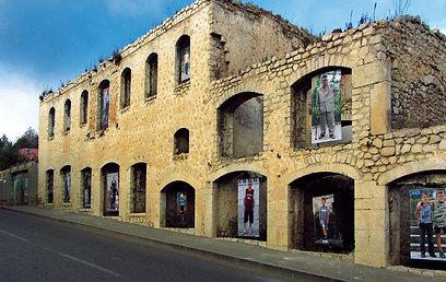 מבנים נטושים בשושי - העיר הארמנית/אזרית החרבה למחצה (ירון וייס, טבע הדברים) (ירון וייס, טבע הדברים)