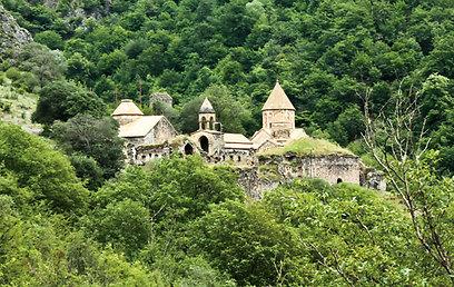 """נקרא ע""""ש מפיץ הנצרות בארמניה. מנזר דאדיואנק (ירון וייס, טבע הדברים) (ירון וייס, טבע הדברים)"""