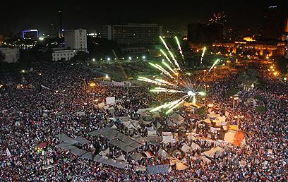 מיליוני המתנגדים למורסי בתחריר (צילום: EPA) (צילום: EPA)