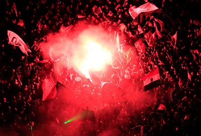 הלילה בכיכר תחריר (צילום: רויטרס)