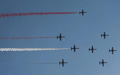 מטוסים בשמי קהיר, בזמן ההשבעה (צילום: רויטרס) (צילום: רויטרס)