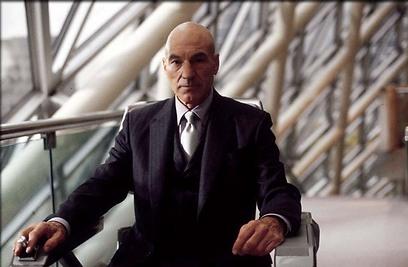 """פטריק סטיוארט כפרופסור אקסבייר מ""""אקס מן"""" ()"""