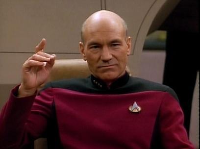 """בתור קפטן ז'אן לוק פיקארד ב""""מסע בין כוכבים"""" (מתוך הסדרה) (מתוך הסדרה)"""
