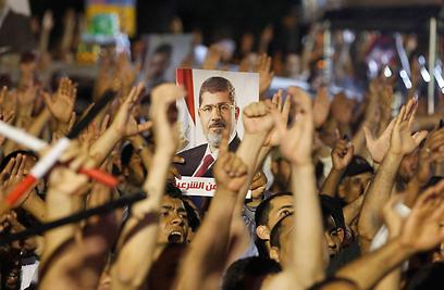 גם תומכיו של הנשיא המודח יצאו להשמיע את קולם (צילום: רויטרס) (צילום: רויטרס)