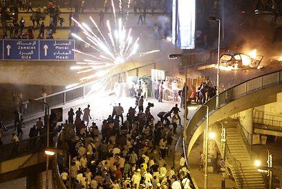 עימותים סמוך לכיכר תחריר הלילה     (צילום: AP)