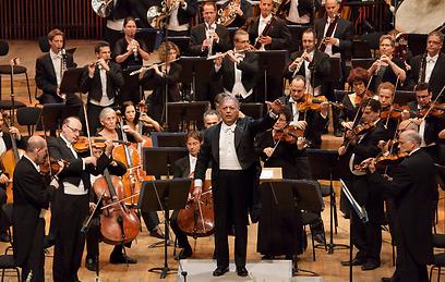 המנצח זבין מהטה עם התזמורת הפילהרמונית הישראלית (שי סקיף) (שי סקיף)