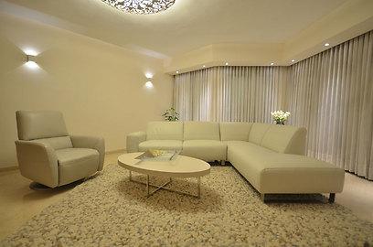 הסלון. תימכר במחיר טוב? (צילום: אורן טייטל) (צילום: אורן טייטל)