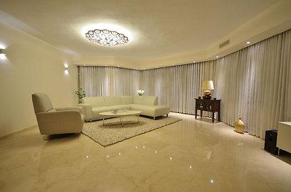 הסלון אחרי השדרוג (צילום: אורן טייטל) (צילום: אורן טייטל)