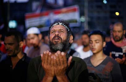 Pro-Morsi supporters in Cairo (Photo: Reuters)