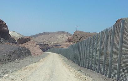 קטע גבול שכבר הושלם בהרי אילת (צילום: יואב זיתון) (צילום: יואב זיתון)