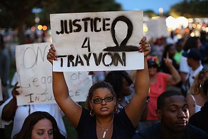 """""""צדק עבור טרייבון"""". הפגנה מחוץ לבית המשפט (צילום: AFP) (צילום: AFP)"""