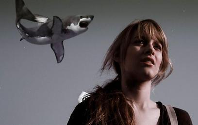 """סליחה, יש כריש מאחורייך. """"Sharknado"""" ()"""
