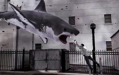 """יש כרישים מעופפים. """"Sharknado"""" ()"""