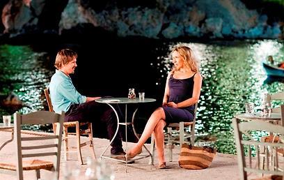 """דיונים מסביב לשולחן. """"לפני חצות"""" ()"""