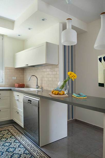 משטח עבודה קליל ומרחף במטבח (צילום: גלית דויטש-דביר) (צילום: גלית דויטש-דביר)