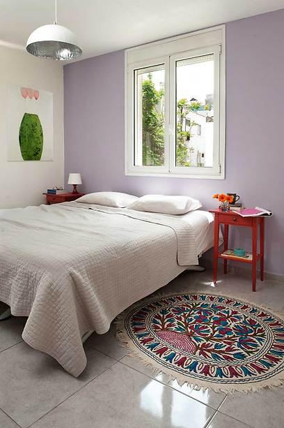 צבעוניות מתונה בחדר השינה (צילום: גלית דויטש-דביר) (צילום: גלית דויטש-דביר)
