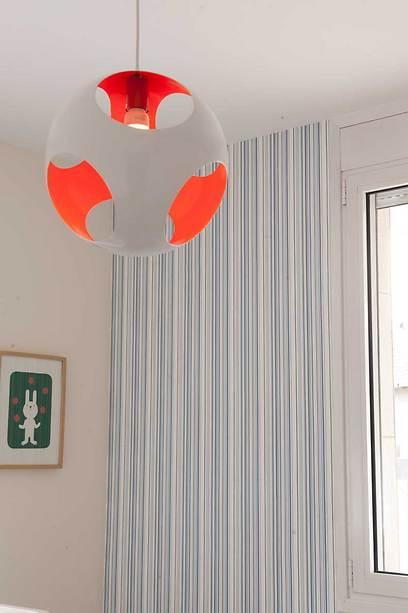הצבעוניות העדינה מאפשרת מיקום של פריטים צבעוניים ודקורטיביים (צילום: גלית דויטש-דביר) (צילום: גלית דויטש-דביר)