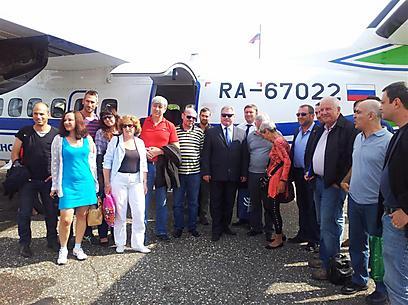 המשלחת עם הנחיתה בפיצ'ורה. ראש הער במרכז (צילום: זיו ריינשטיין) (צילום: זיו ריינשטיין)