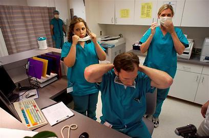 """מה קלטה המצלמה? רופאים ב""""המפרץ"""" ()"""