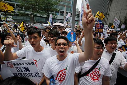 מפגינים בהונג קונג דורשים מממשלת סין זכויות הצבעה מלאות (צילום: רויטרס)