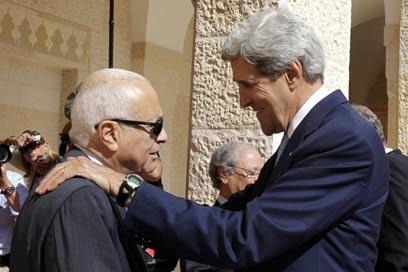 """קרי ומזכ""""ל הליגה הערבית בירדן (צילום: AFP) (צילום: AFP)"""
