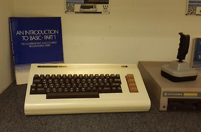 VIC. קילו בייט של עוצמה  (באדיבות המוזיאון לתולדות המחשב האישי בישראל) (באדיבות המוזיאון לתולדות המחשב האישי בישראל)