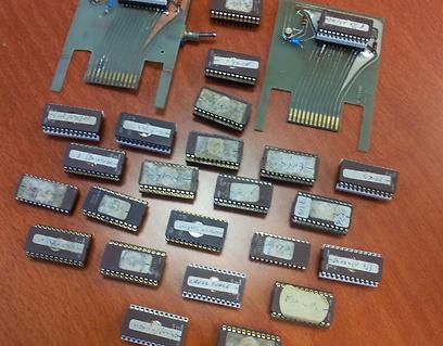 רוצה נינג'ה אמריקני? צ'יפים מזוייפים  (באדיבות המוזיאון לתולדות המחשב האישי בישראל) (באדיבות המוזיאון לתולדות המחשב האישי בישראל)