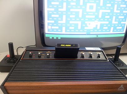 אמא מרשה לי רק שני חברים. אטארי 2600 (באדיבות המוזיאון לתולדות המחשב האישי בישראל) (באדיבות המוזיאון לתולדות המחשב האישי בישראל)