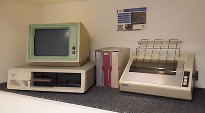 הפקודה הכי חשובה: B:bball  (באדיבות המוזיאון לתולדות המחשב האישי בישראל) (באדיבות המוזיאון לתולדות המחשב האישי בישראל)