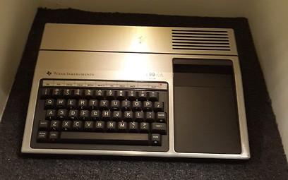 TI 99  (באדיבות המוזיאון לתולדות המחשב האישי בישראל) (באדיבות המוזיאון לתולדות המחשב האישי בישראל)