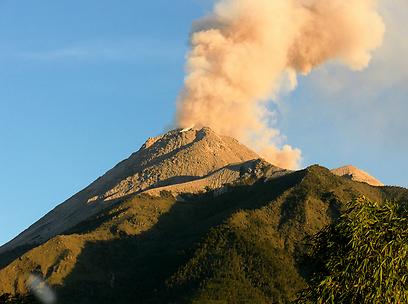 אמא'לה!! הר הגעש הפעיל בראוניון (צילום: shutterstock) (צילום: shutterstock)