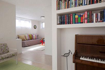 """חדר משחקים ו""""זולה"""" (צילום: עמית גירון) (צילום: עמית גירון)"""