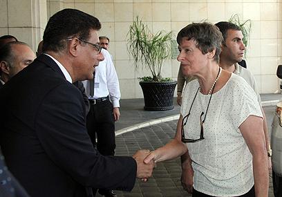 קיין מגיעה למלון בדמשק (צילום: EPA) (צילום: EPA)