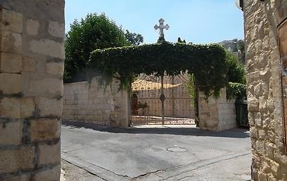 שער חצר הכנסייה היוונית-קתולית (צילום: אמנון גופר) (צילום: אמנון גופר)
