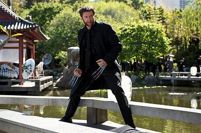 """הנופים של יפן, הגיבור מאמריקה. """"וולברין"""" (צילום: מתוך הסרט) (צילום: מתוך הסרט)"""