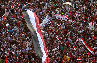 הפגנות במצרים אתמול (צילום: רויטרס) (צילום: רויטרס)