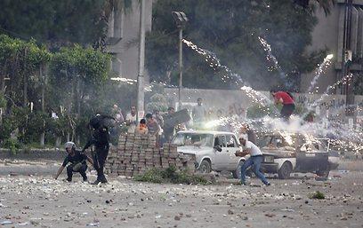 """""""היורים כיוונו לעבר הראש והחזה של המפגינים"""" (צילום: רויטרס) (צילום: רויטרס)"""