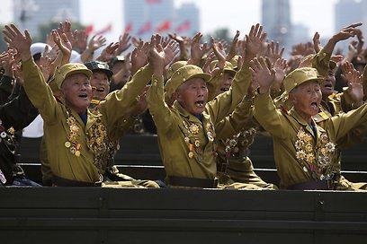 גם הווטרנים ציינו את יום החג (צילום: AP) (צילום: AP)