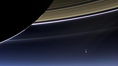 המחשה של שבתאי ורכב החלל קאסיני  (צילום: AFP) (צילום: AFP)