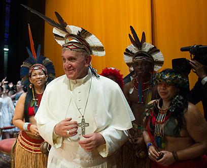 האפיפיור בביקורו בברזיל השבוע (צילום: רויטרס) (צילום: רויטרס)